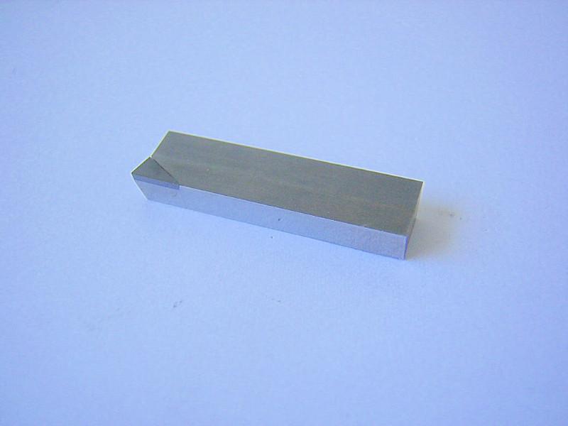 Plaquette avec insert pour l'usinage des sièges de soupape.