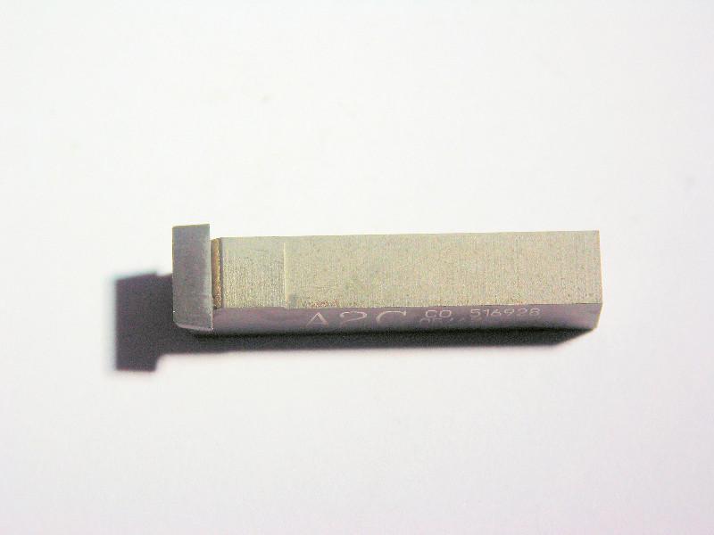 Plaquette a gorge avec insert PCD pour l'usinage des pièces en graphite.