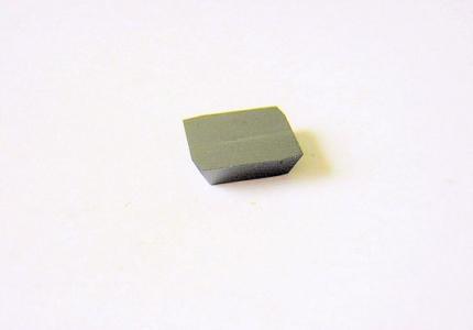 Plaquette avec revêtement diamant pour l'usinage des composites.